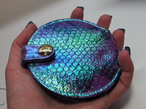 Iridescent compact